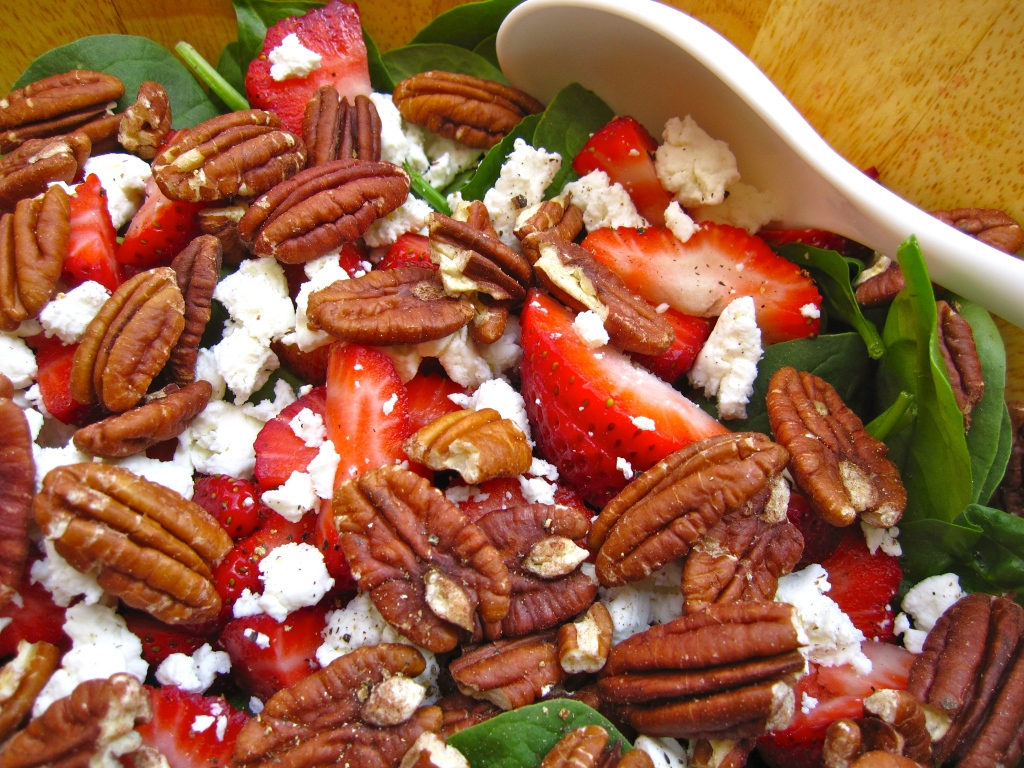 Strawberry Spinach Salad with Toasted Pecans and Goat Cheese