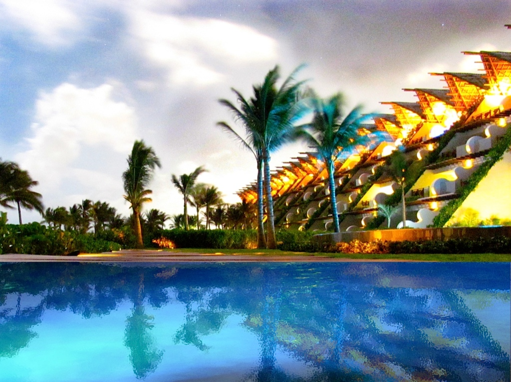 @TechSavvyTeen's photo surrealistic view of the Grand Velas pool